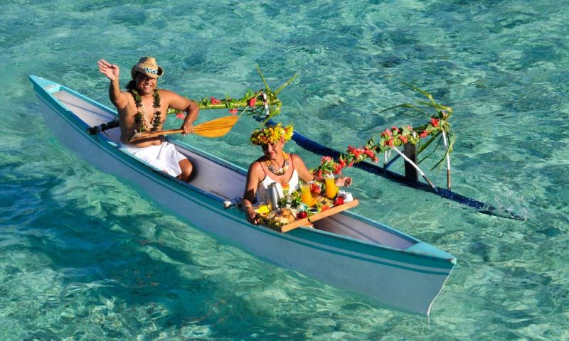 BOBILM_Breakfast_Canoe_1000x600_29636