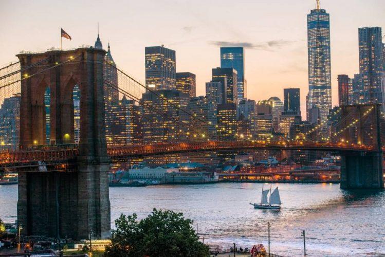 Brooklyn-Bridge-at-night-Julienne-Schaer_900_601_70