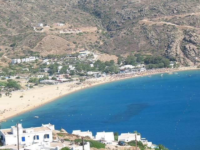 Η παραλία του Μυλοπότα στην Ίο